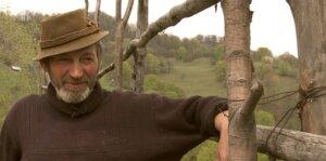 Români Fără Privilegii: Izolați Fără Pensie ,Înțelepți și Singuri...Doar Pădure și Dumnezeu (video) 1