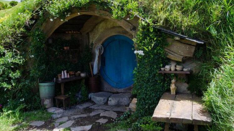 Pas cu Pas: Cum Să-ți Construiești Propria Căsuță de Hobbit (video) 4