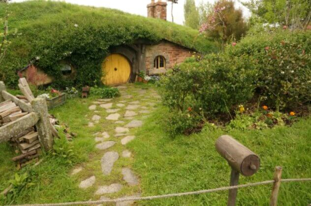 Pas cu Pas: Cum Să-ți Construiești Propria Căsuță de Hobbit (video) 5